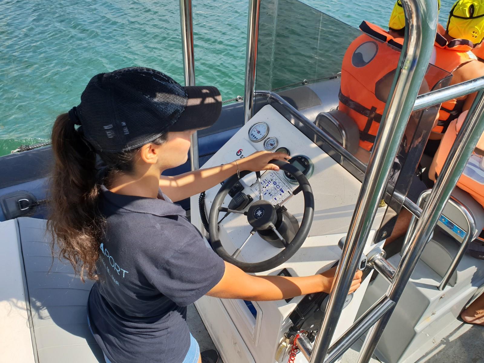 Mujeres al timón: participa, gana un curso de navegación y cuenta tu experiencia.
